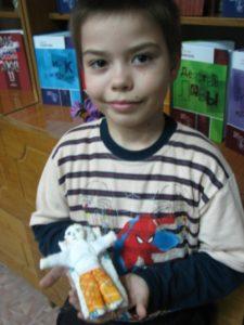 Андрей-со-своей-куклой.